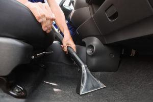 Quelles sont les fonctionnalités de l'aspirateur voiture sans sac ?