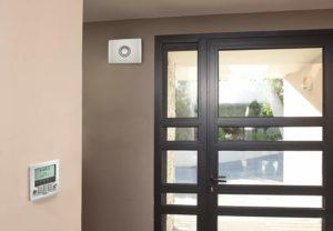 Que devriez-vous considérer lors de l'achat d'une comparaison de système d'alarme domestique?