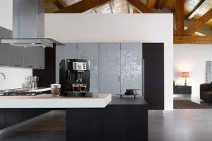 Comment évaluer une Delonghi Magnifica, machine à café automatique équipée d'un broyeur ?