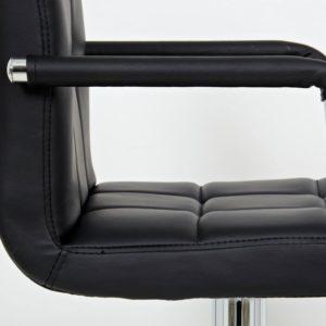 Quel est le niveau de confort d'assise offert par un tabouret de bar dans un comparatif ?