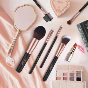 Comment sont testés les pinceaux de maquillages ?