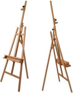 Cet accessoire en bois sert de support au peintre pour réaliser son oeuvre d'art.