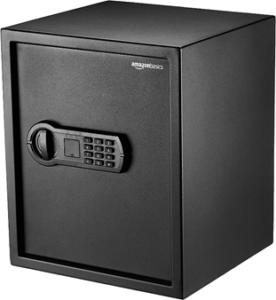 Fabriqué en acier carbone, ce coffre-fort proposé par Amazon est facile à dissimuler et assure une protection de haute classe.