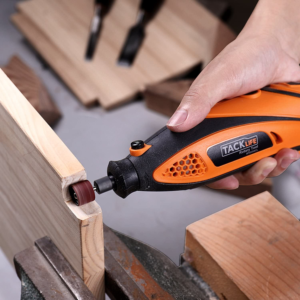 Grâce aux accessoires incorporés avec la meuleuse, vous pouvez couper, poncer, meuler, polir, sculpter, graver, affûter, percer ou lisser des pièces. de quoi satisfaire votre avis d'expert.
