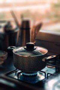 La cuisson au gaz est performante et rapide.