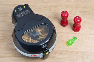 La friteuse sans huile de Seb permet de cuisiner pour jusqu'à 4 personnes