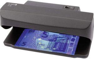 Les billets en euros d'aujourd'hui comprennent un troisième type d'encre qui, sous l'effet de la lumière infrarouge, réagit différemment