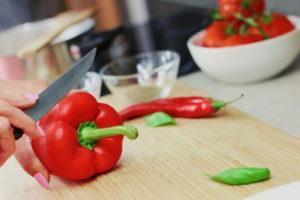 Les couteaux de cuisine sont utilisés pour la préparation de plats au quotidien.