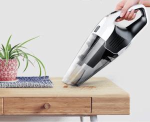Les différents embouts d'aspiration vous permettent d'utiliser votre aspirateur de table sur des surfaces multiples.