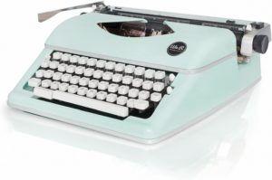 Machine à écrire ayant une structure en métal solide.