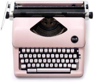 Machine à écrire de couleur rose au style rétro.