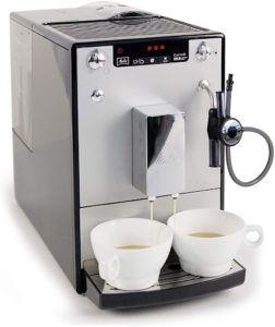 Recommandée pour son excellent cappuccino à la mousse onctueuse, elle permet de remplir deux tasses simultanément. Qu'attendez vous pour faire le test?
