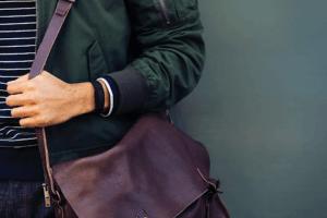 Un bracelet connecté vous donne des informations sur les calories brûlées lors d'une activité physique.