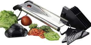 Ustensile de cuisine qui facilite la découpe des aliments grâce à sa lame en V.