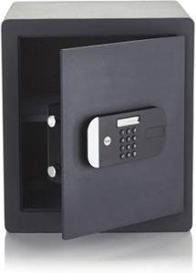 de taille moyenne, solide et de sécurité maximale, ce coffre-fort de Yale vous permettra de stocker de façon sûre vos documents privés et vos liquidités.