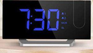 Mpow horloge digitale est livré avec 2 alarmes qui peuvent être réglées à différents moments dans la même journée.