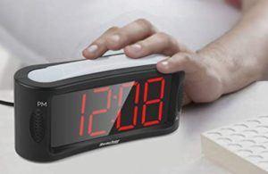 Le réveil de chevet avec une veilleuse douce est le meilleur pour éclairer les pièces sombres à l'urgence.