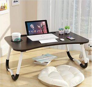 La table de lit est le compromis idéal entre un plateau et une mini table basse.