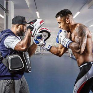 Il existe des modèles à usage professionnel avec plus ou moins de poids suivant chaque boxeur.