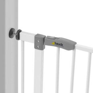 Très simple - la barrière pour chiens est fixée à l'aide de quatre vis entre les portes et les escaliers avec une ouverture de 75 à 80 cm.