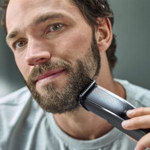 Cette tondeuse à barbe de Philips permet une taille précise