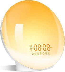 Certains réveils intelligents proposent un simulateur d'aube et de crépuscule pour un sommeil et un réveil sans stress !