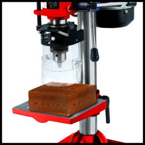 La perceuse à colonne vous permet de percer le bois d'une manière facile.