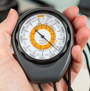 L'utilisation des altimètres a de nombreuses applications, à la fois pour les amateurs de sports extrêmes ou les pilotes d'aéronefs mais aussi pour tous ceux qui souhaitent profiter de la nature.