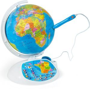 Jouet pour enfant ayant la forme de la sphère terrestre et équipé d'un stylo à lecture optique destiné à découvrir le monde.