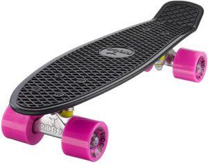 Le design flashy de se skateboard retro fait son effet