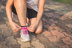 Les chaussures de course pour femmes doivent assurer le bon maintien du pied
