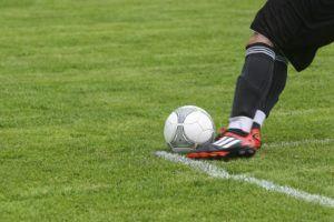 Les chaussures de course pour hommes à crampon se retrouvent beaucoup dans le monde du football