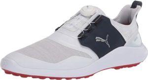 Les chaussures de golf ont aujourd'hui un aspect très élégant et moderne qui leur permet d'être bien portées dans la vie de tous les jours.