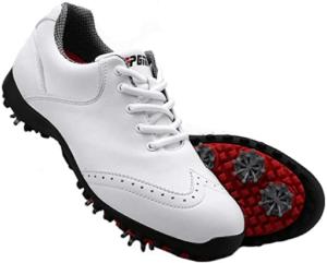 Les chaussures de golf peuvent être imperméables.