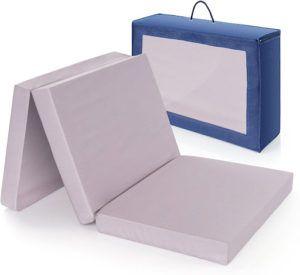 Matelas pliable doté de trois blocs identiques.
