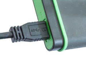 Un disque dur ssd externe se connecte via USB