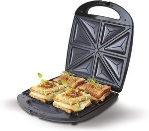 Un gaufrier peut également être utilisée pour préparer des plats délicieux comme des sandwiches. Si vous voulez préparer plus que de simples gaufres, une machine 3 en 1 pourrait vous être utile.