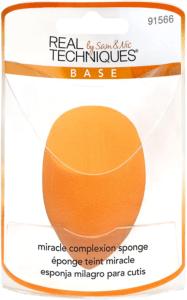 Cette éponge miracle permet une application sans défaut du fond de teint sur votre visage pour un résultat haute définition.