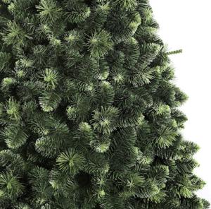 Le sapin de Noël est recouvert de cristaux de neige, qui vous mettront dans l'humeur des fêtes.