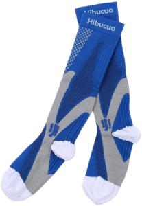 A l'origine destinées à un usage médical, les chaussettes de compression ont investi les vestiaires des sportifs, en devenant l'accessoire phare de nombreuses disciplines.