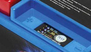 C'est une batterie sans entretien avec un chargeur Batterie maximum 15 Volt. Faites le test !