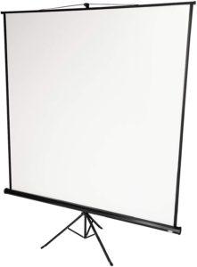 Selon les tests du fabricat, cet écran de projection peut être accroché au mur ou maintenu debout grâce à son trépied.