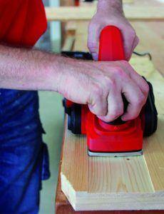 Les rabots électriques sont parmi les outils de base que tout menuisier professionnel ou amateur possède à la maison, selon les tests des clients.