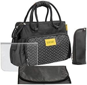 Ce sac à langer de la marque Badabulle pourrait se confondre avec un sac à main de dame. Si vous préférez un design de la sorte, commandez le pour faire le test !