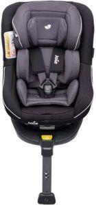 il est important de bien accrocher votre enfant dans son siège auto lorsque vous le prenez dans la voiture.