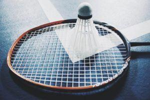 Le badminton est un sport qui se distingue par la vitesse et la dextérité de ses joueurs
