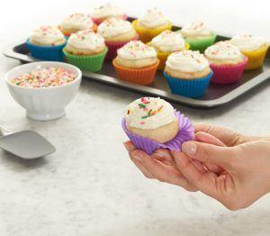 Les moules silicone sont de petits accessoires de cuisine, très plébiscités dans l'univers de la pâtisserie, à la fois pratiques et ultra flexibles selon les tests comparatifs.