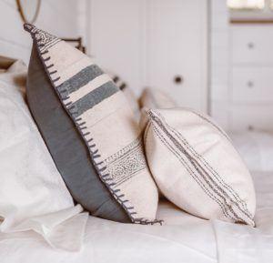 L'utilisation d'un oreiller adéquat diminue le stress accumulé durant la journée et aide à un sommeil meilleur et réparateur d'après l'avis des experts.