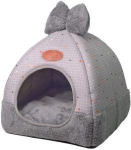 L'extérieur d'un lit pour chats peut-être en coton, en laine, en polaire, en plastique, en cuir, ou en latex. Choisissez la meilleure matière pour votre chat selon les tests comparatifs.