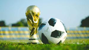 Le football est un sport très populaire internationalement.